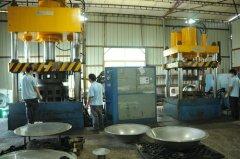 大型液压机800T工作场